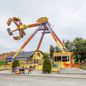 Vienna, Austria - September 02, 2013: People are playing on one of the attractions of Prater, Discovery swing — Stock Photo