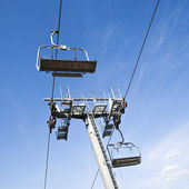 Chairlift in a blue sky background — Stock Photo