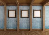 Antigo quarto de madeira com moldura clássica — Fotografia Stock