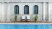 Clásica y antigua casa con piscina — Foto de Stock