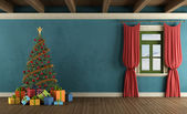 Berghuis met kerstboom — Zdjęcie stockowe