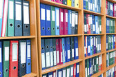 File folders, standing on the shelves — Stok fotoğraf