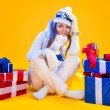 Christmas Woman. Beautiful New Year and Christmas Gift Holiday H — 图库照片