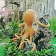 Foto Stock: Octopus modelling landscape architecture in garden in china