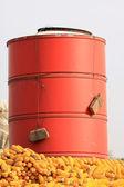 Cromatica granaio di metallo sul tetto — Foto Stock