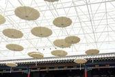 Araña de luces en el techo — Foto de Stock