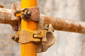 Rusty scaffold in a construction site — 图库照片