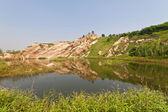Berg och sjö, det naturliga landskapet — Stockfoto