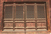 Janelas de madeira e escultura funciona nas tumbas reais orientais de t — Fotografia Stock