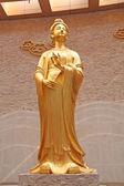 Imagen de la diosa dorada religiosa en un templo en china — Foto de Stock
