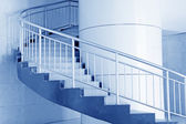 с современной дыхание лестницы поворачивает в здании в пекине — Стоковое фото