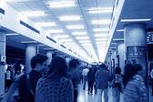 Pasajeros en una estación de metro de beijing — Foto de Stock