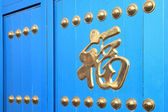Chinese characters on blue gate — Stock fotografie