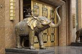 Copper elephants sculpture — Stock Photo