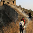 Tourists on the original ecology of the great wall pass — Стоковая фотография