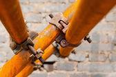 Andaime enferrujada em um local de construção — Foto Stock