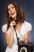 Mujer joven alegre en el teléfono — Foto de Stock