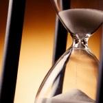 Постер, плакат: Hourglass counting down the time