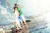 Aan de kust (echt) paar — Stockfoto