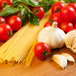 Pasta, tomatoes, garlic and basil — Stock Photo