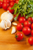 Tomatoes, garlic and arugula — Stock Photo