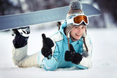 Female snowboarder showing thumbs up — 图库照片