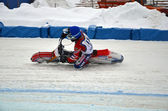 Winter speedway the icy track, the driver turns — Stock Photo
