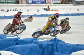 Ice speedway to compete in the bend treka race participants — Stock Photo