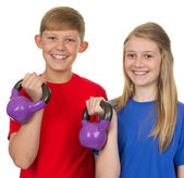 Two children lifting weights — Foto Stock