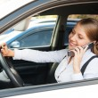 Woman sitting in the car and talking on the phone - Foto de Stock