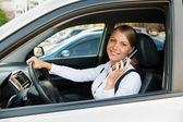 Businesswoman talking on the cellphone and parking — Stock Photo
