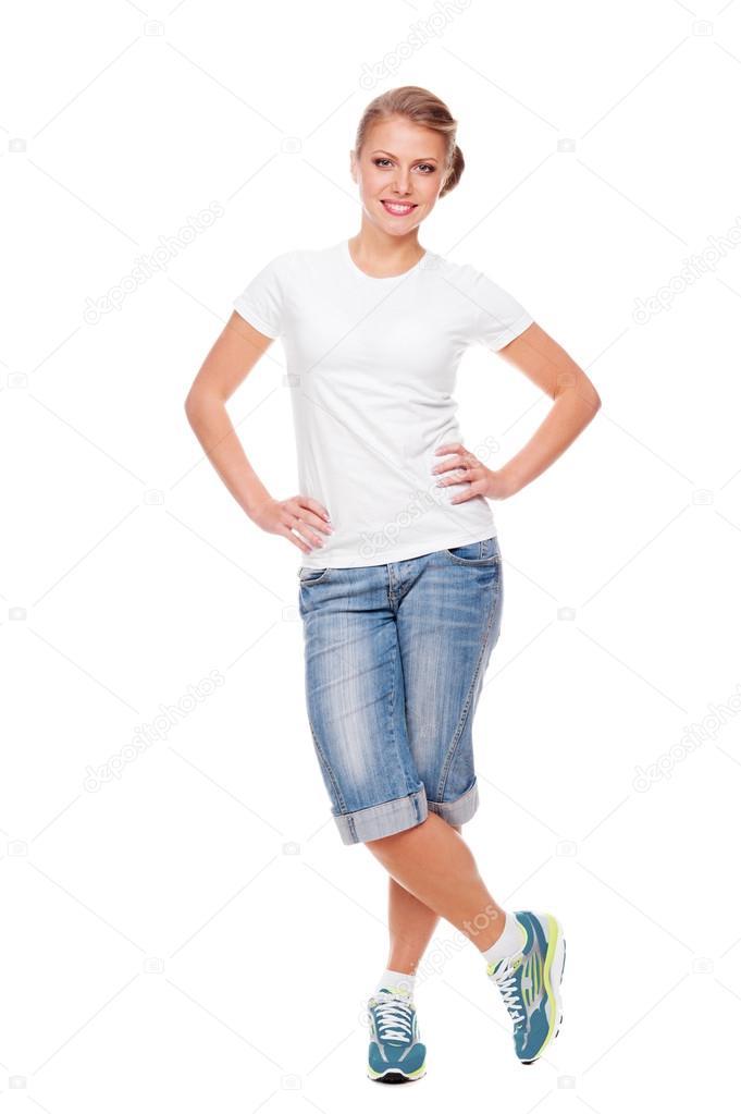Donna Sorridente In Maglietta Bianca Pantaloncini E