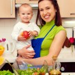 Mother and her son at the kitchen — Stockfoto