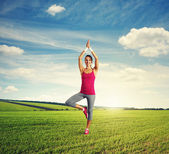 Woman practicing yoga at outdoor — Stock Photo