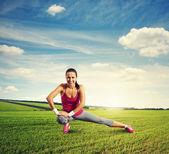 Sportovkyně dělat warm-up — Stock fotografie
