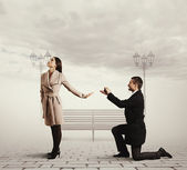 Handsome man making proposal of marriage — Stockfoto