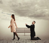 Sad man before outgoing woman — Stockfoto