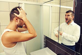 Sleepy man looking in the mirror — Stock Photo