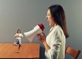 Businesswoman shouting at small calm woman — Foto de Stock