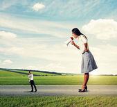 Man going away from screaming woman — Foto de Stock