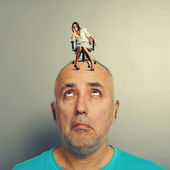 Amazed man with small tired woman — Stock Photo
