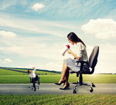 Businesswoman and small startled man — Stock Photo