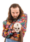 The bearded man in the colour shirt with a skull in his hands — Stockfoto