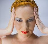 De roodharige blauwogige vrouw — Stok fotoğraf