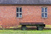 Rusty Old Trailer And Barn — Stock Photo