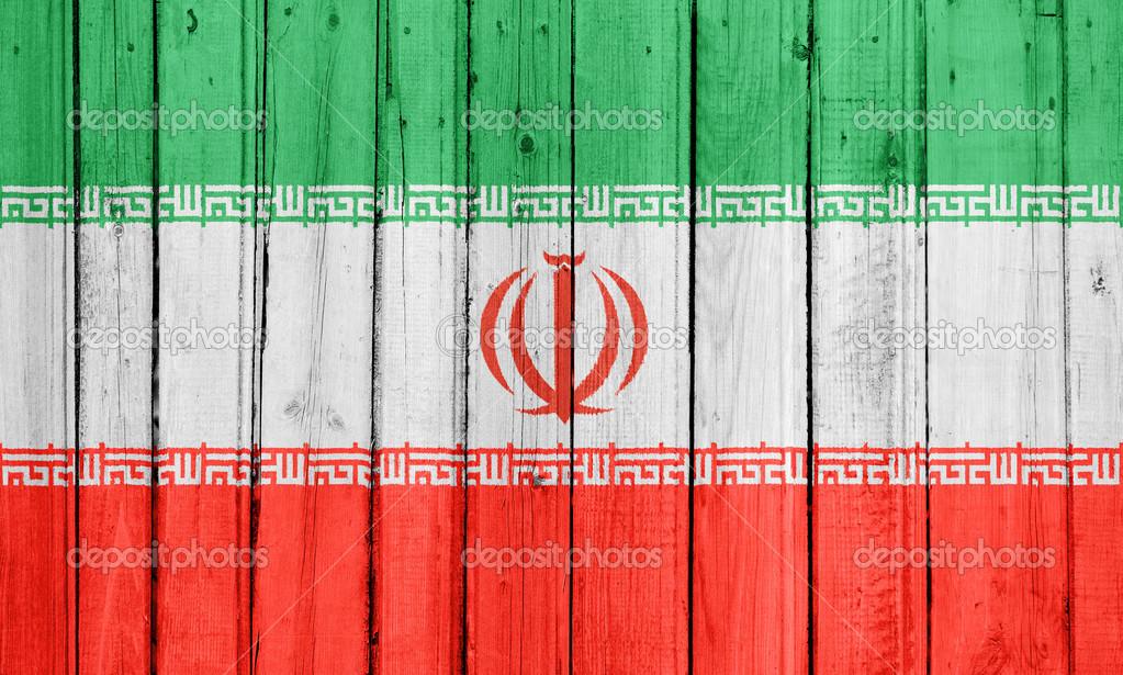 伊朗国旗画在木栅栏上–
