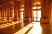 Hall in the museum. Sunlight. — Stock Photo