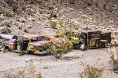 Oxidado de coches en el desierto — Foto de Stock