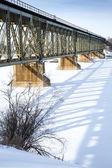 Most kolejowy w zimie — Zdjęcie stockowe