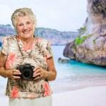 donna in piedi con la macchina fotografica — Foto Stock #12666919